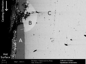 شکل۸-بررسی SEM در ناحیه آسیب دیده، جزئیات ترک